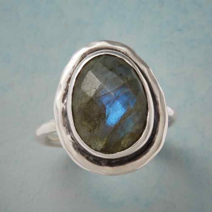 MYSTICAL LABRADORITE RING