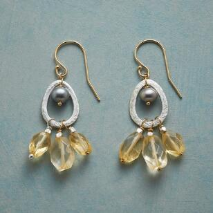 CHAMPAGNE AND PEARLS EARRINGS