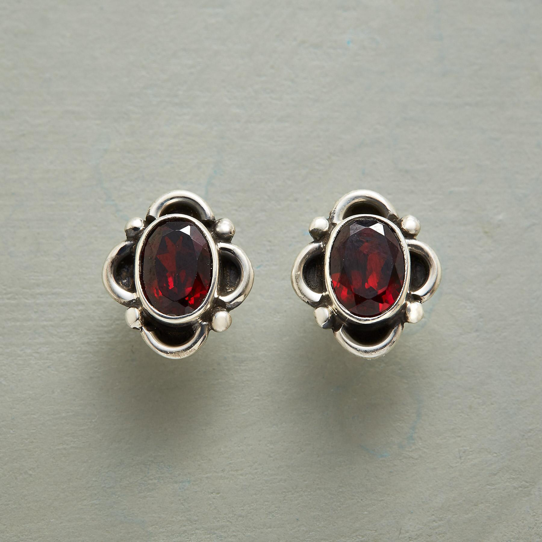 FOUR PETAL GARNET EARRINGS: View 1