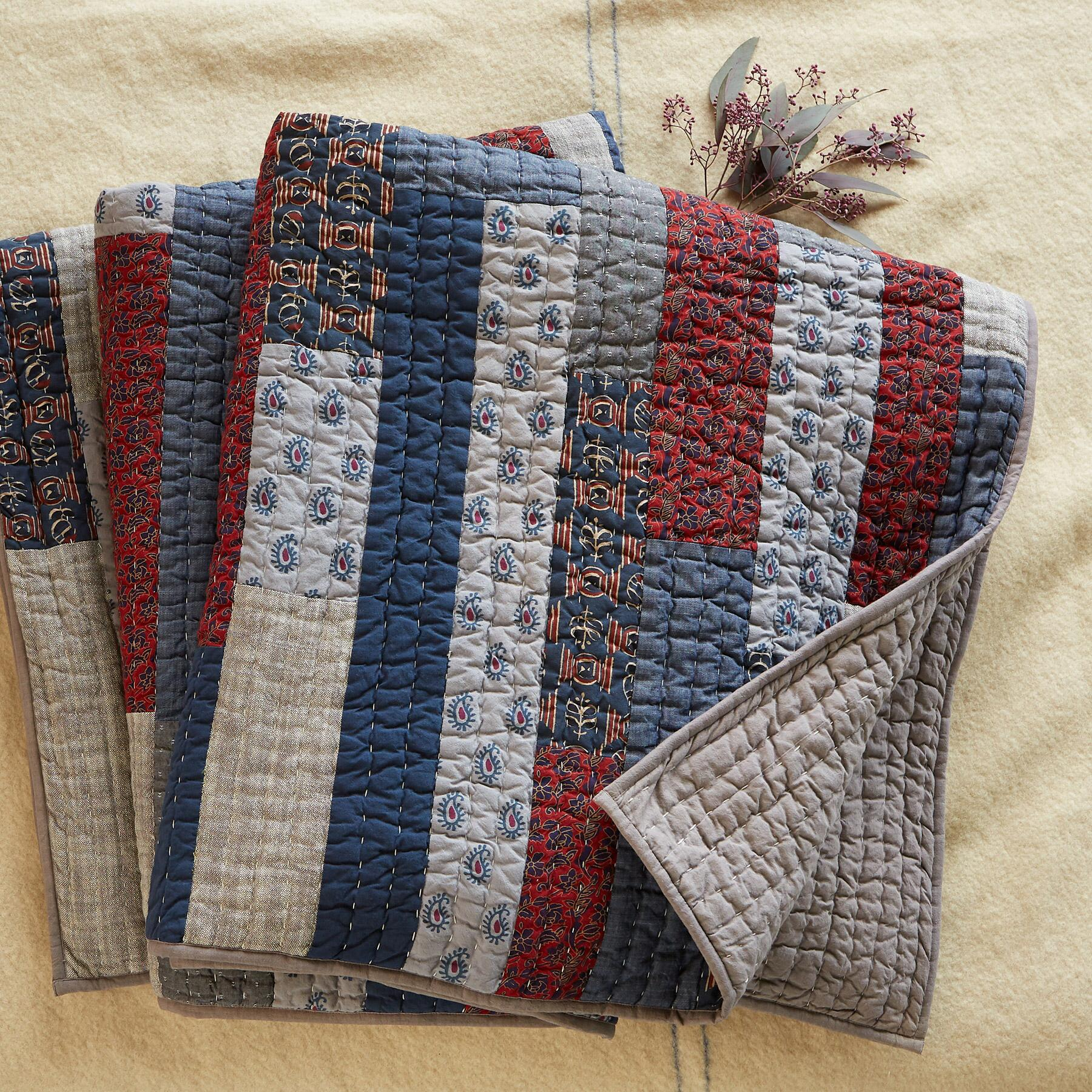 MUTED PTWK QUILT: View 3