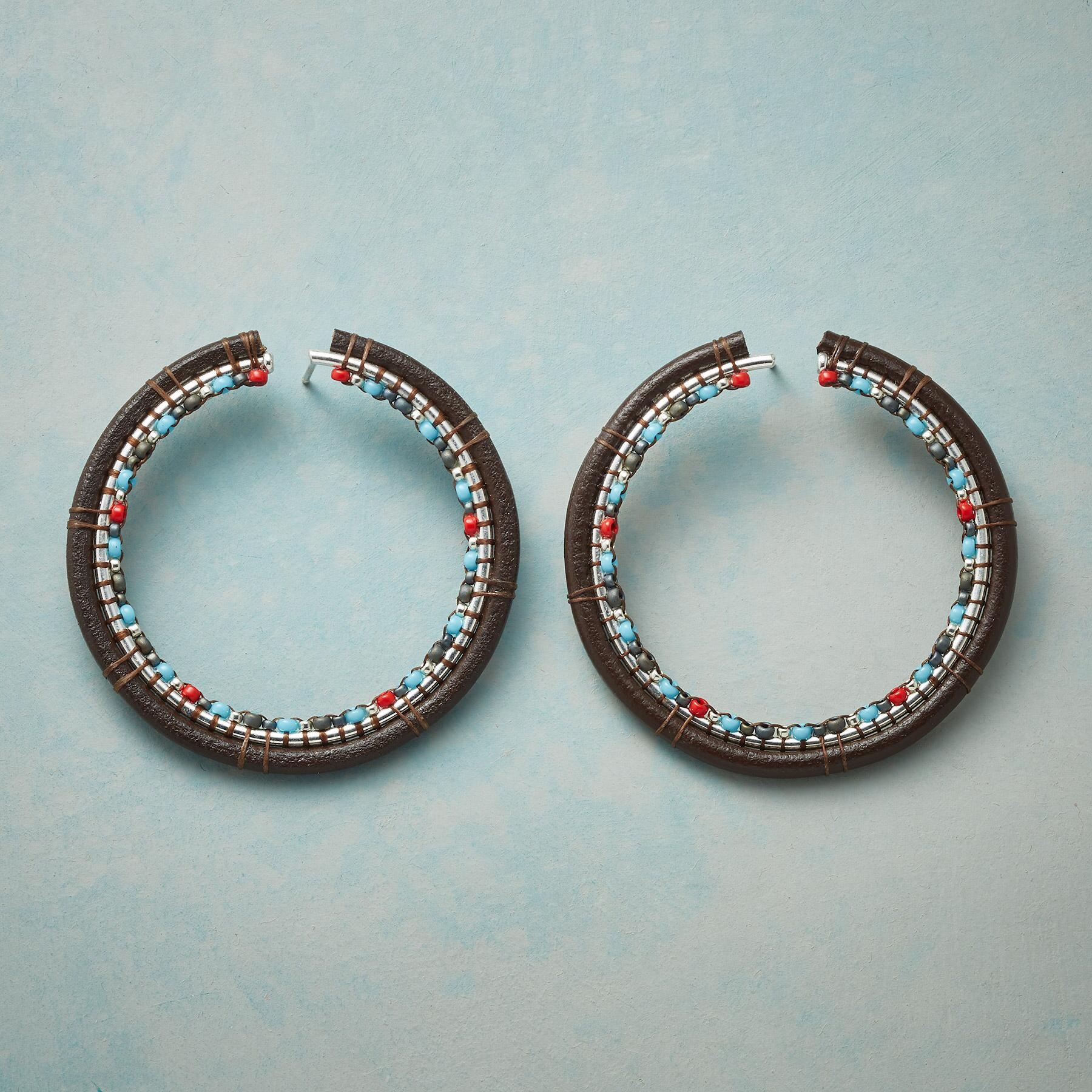 TRAVERSE HOOP EARRINGS: View 1