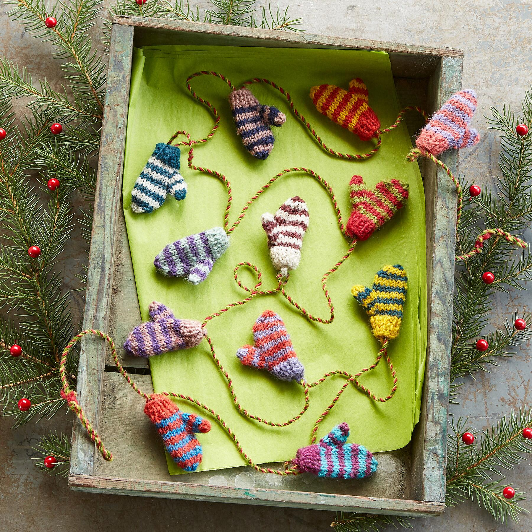 STRIPED TINY MITTENS GARLAND: View 2