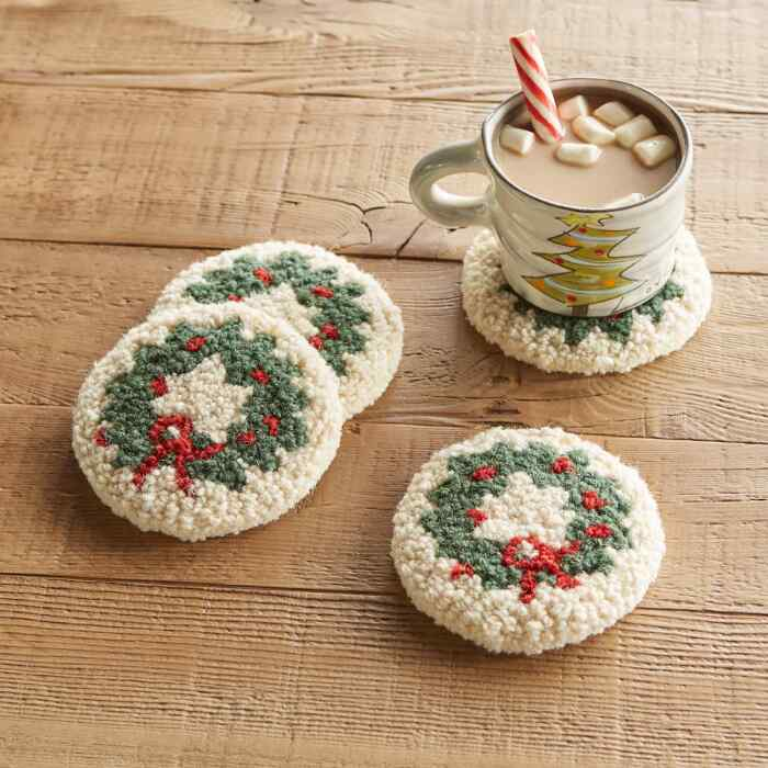 HOLIDAY WREATH COASTERS, SET OF 4