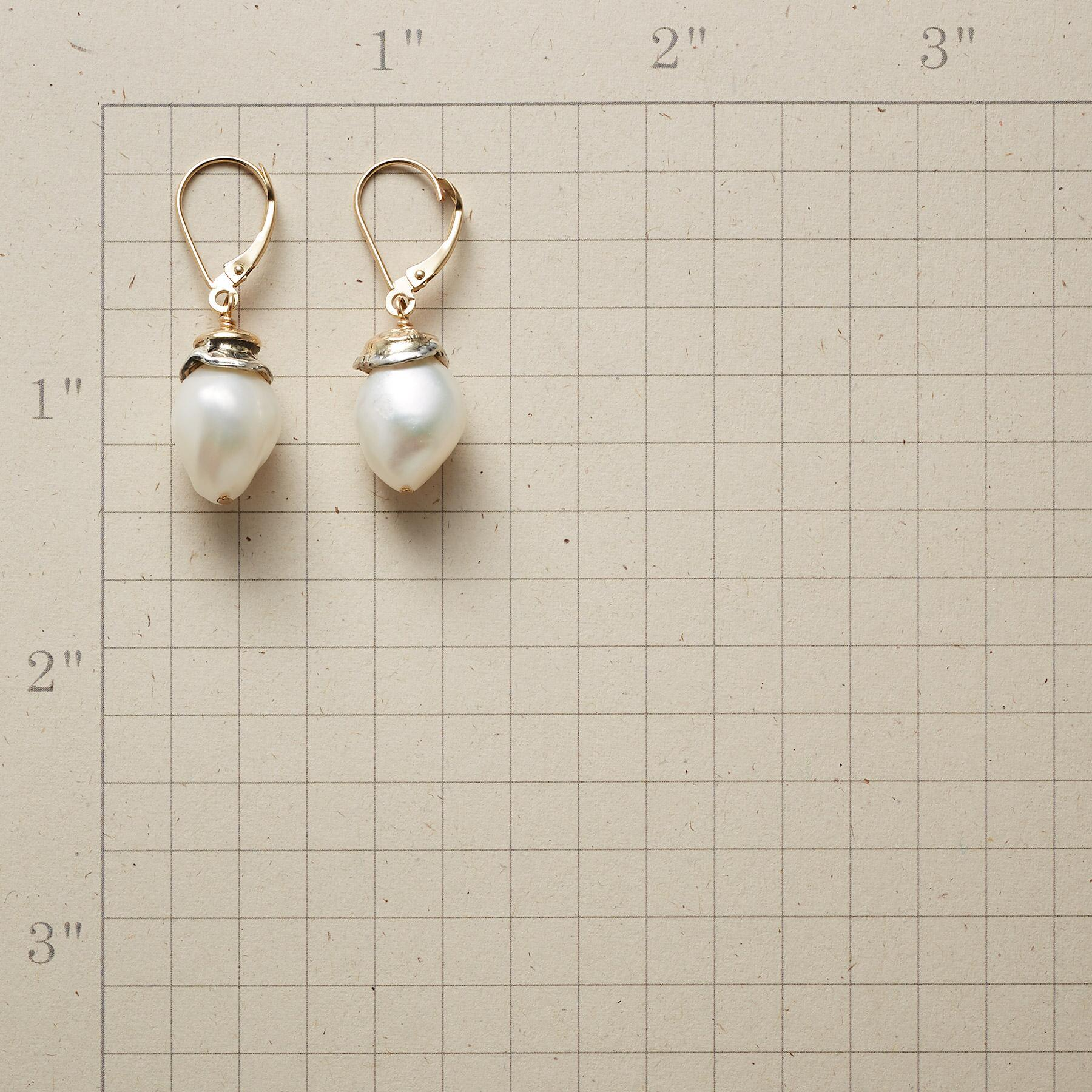 SWEET PEARL EARRINGS: View 2