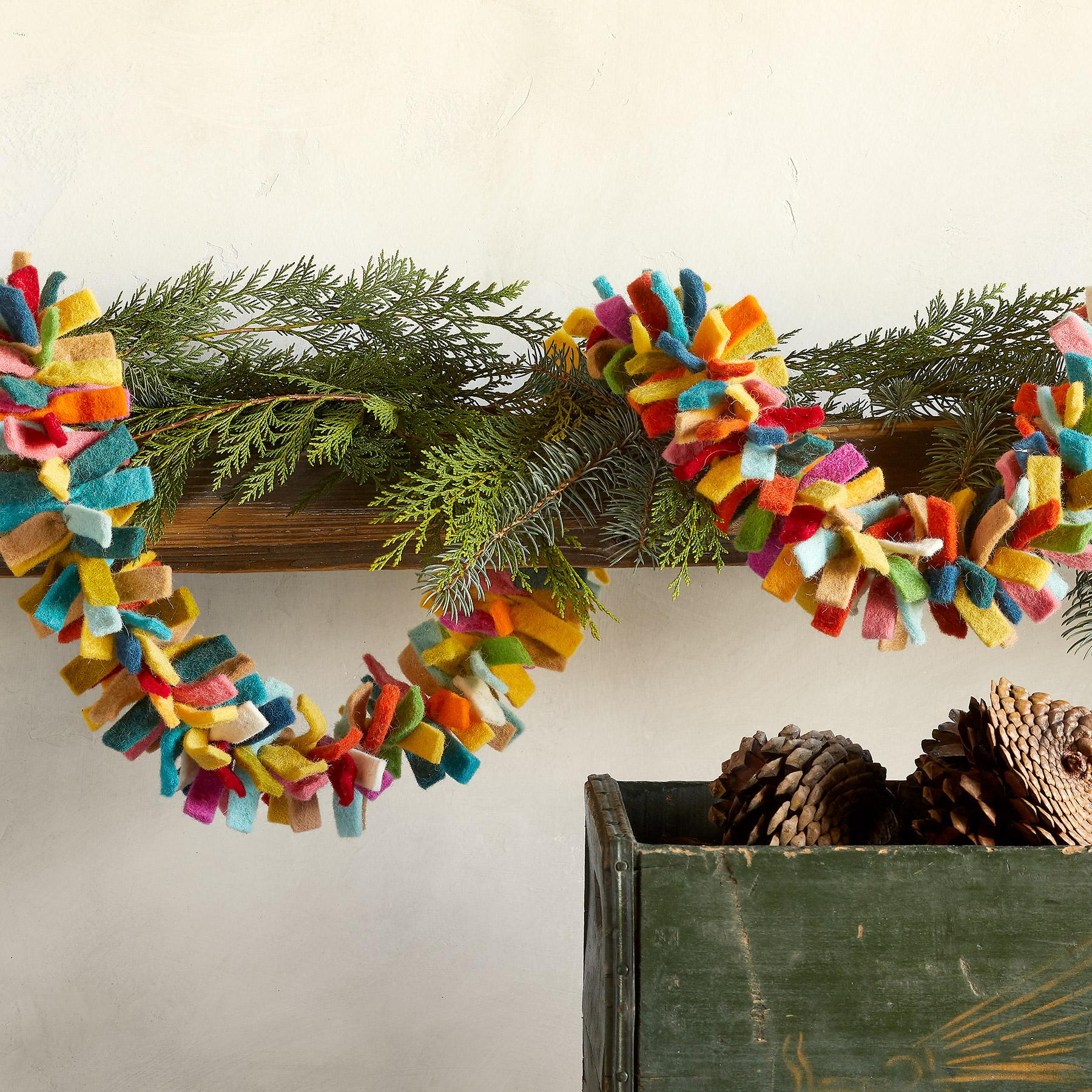 HOLIDAY TRADITIONS GARLAND: View 1