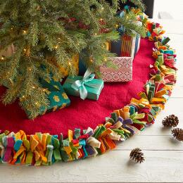 HOLIDAY TRADITIONS TREE SKIRT