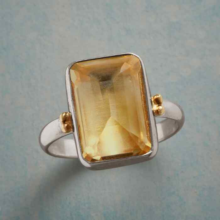 DELICATE NUANCE RING