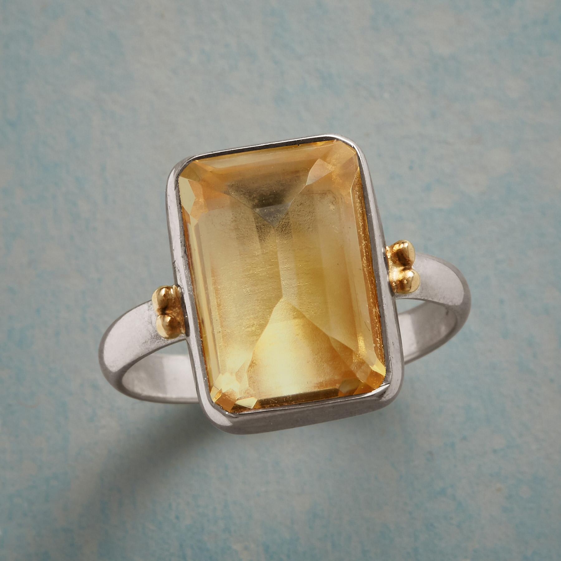 DELICATE NUANCE RING: View 1