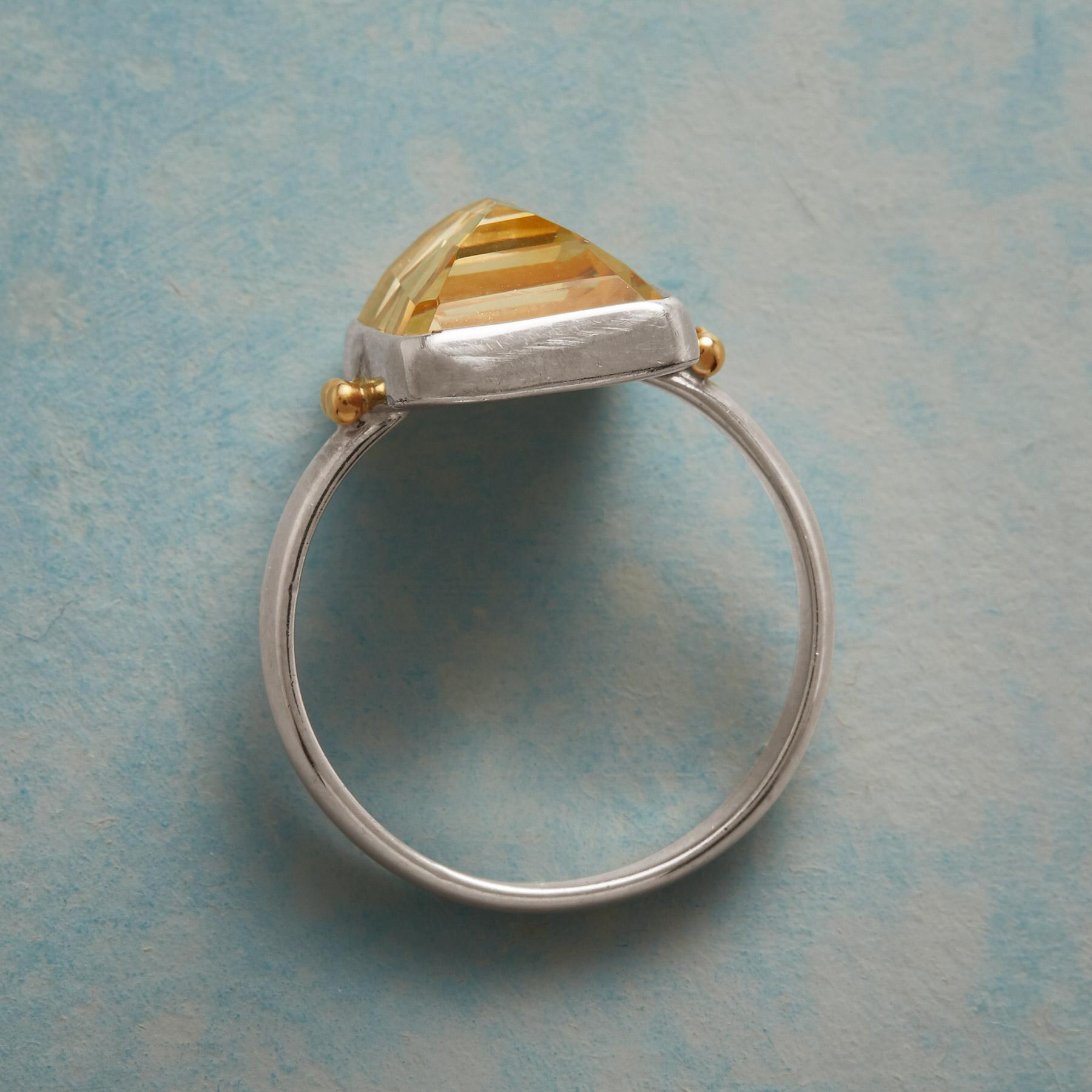 DELICATE NUANCE RING: View 2