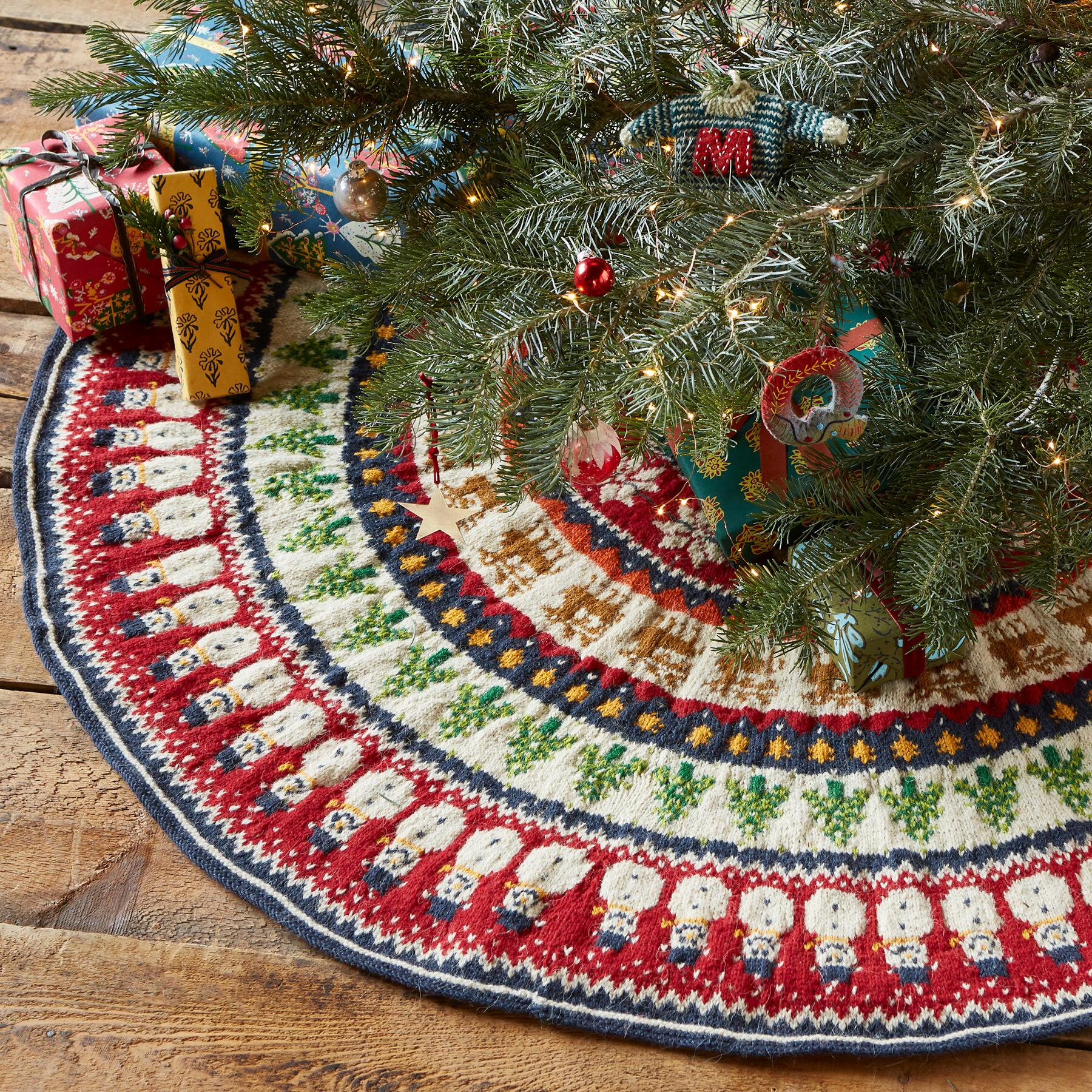 HEIRLOOM HOLIDAY MIX TREE SKIRT: View 1