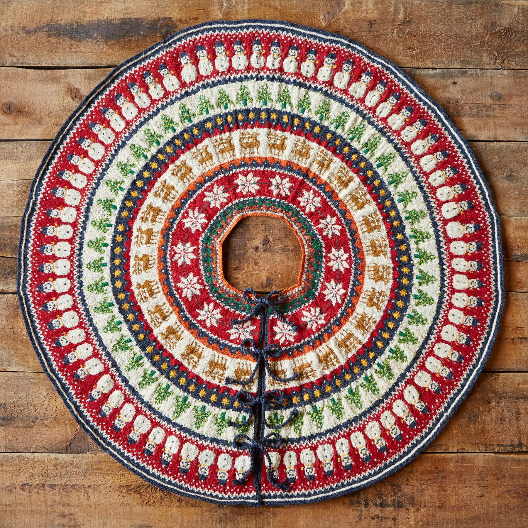 HEIRLOOM HOLIDAY MIX TREE SKIRT: View 2