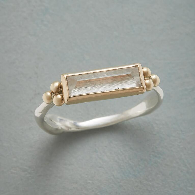 SCULPTED QUARTZ RING