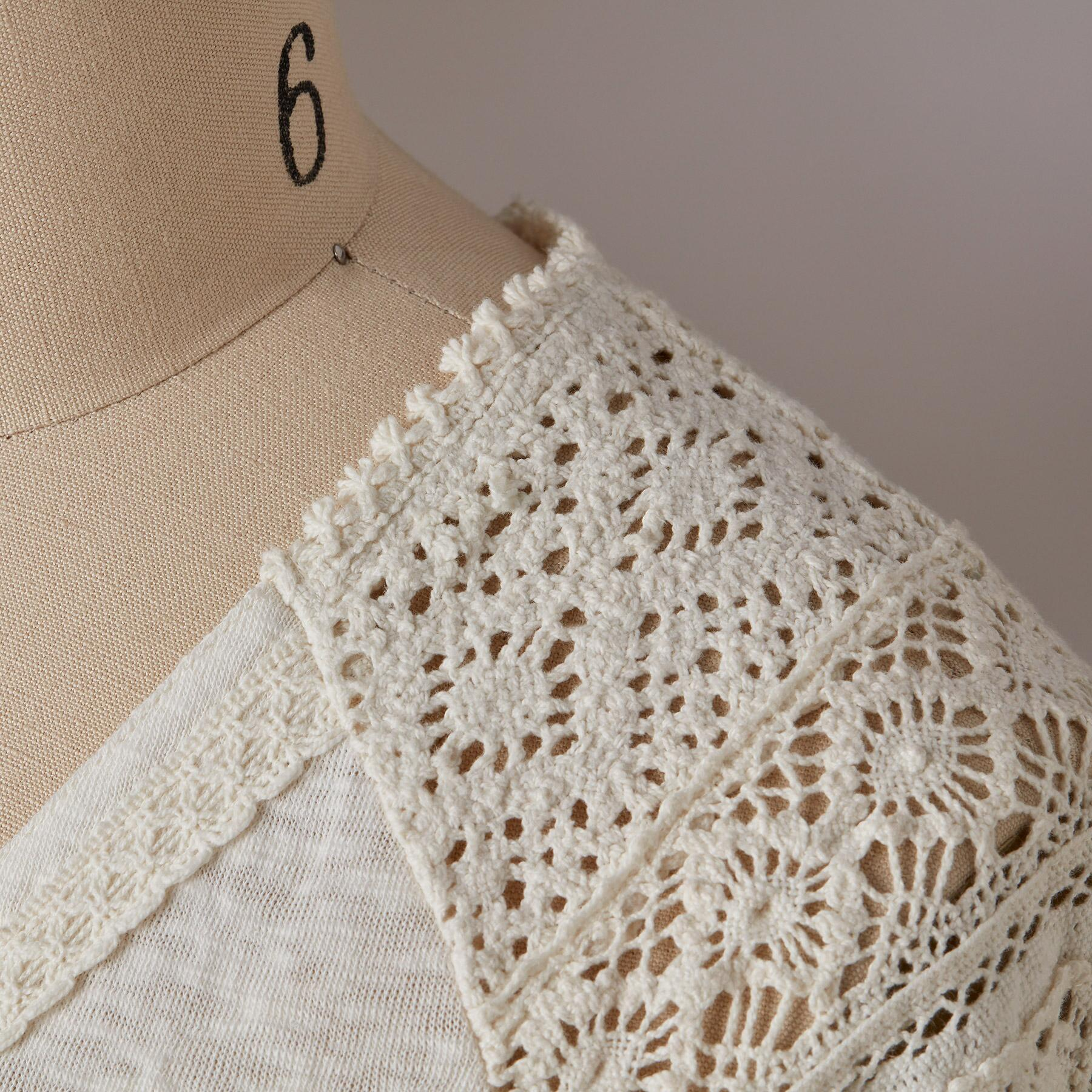 GRACEFUL LACE TOP: View 4