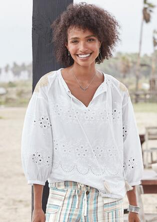 EYELET TO PERFECTION TOP