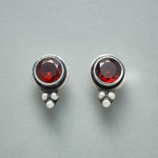 TINDERSPOT GARNET EARRINGS