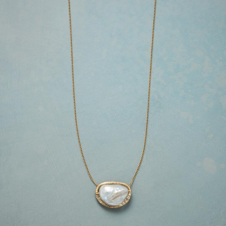 PEARL CENTRAL NECKLACE