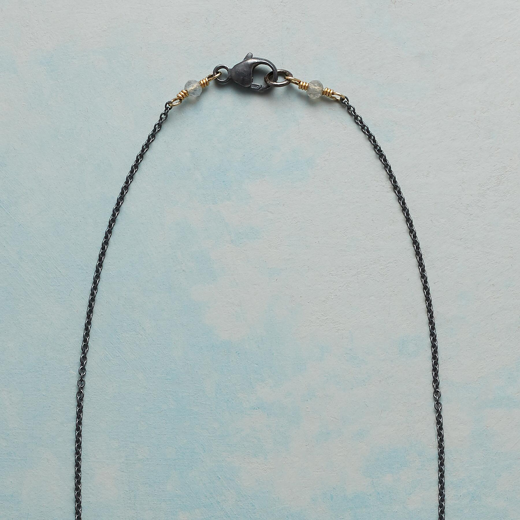 SIMPLE MAGIC NECKLACE: View 3