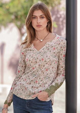 CROCHETED STORIES TOP