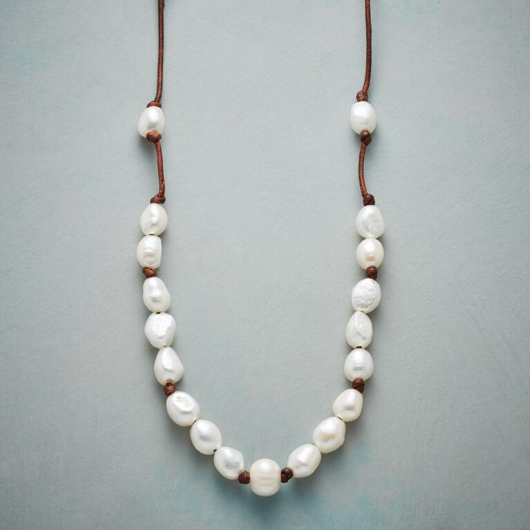 PEARLY PATH NECKLACE