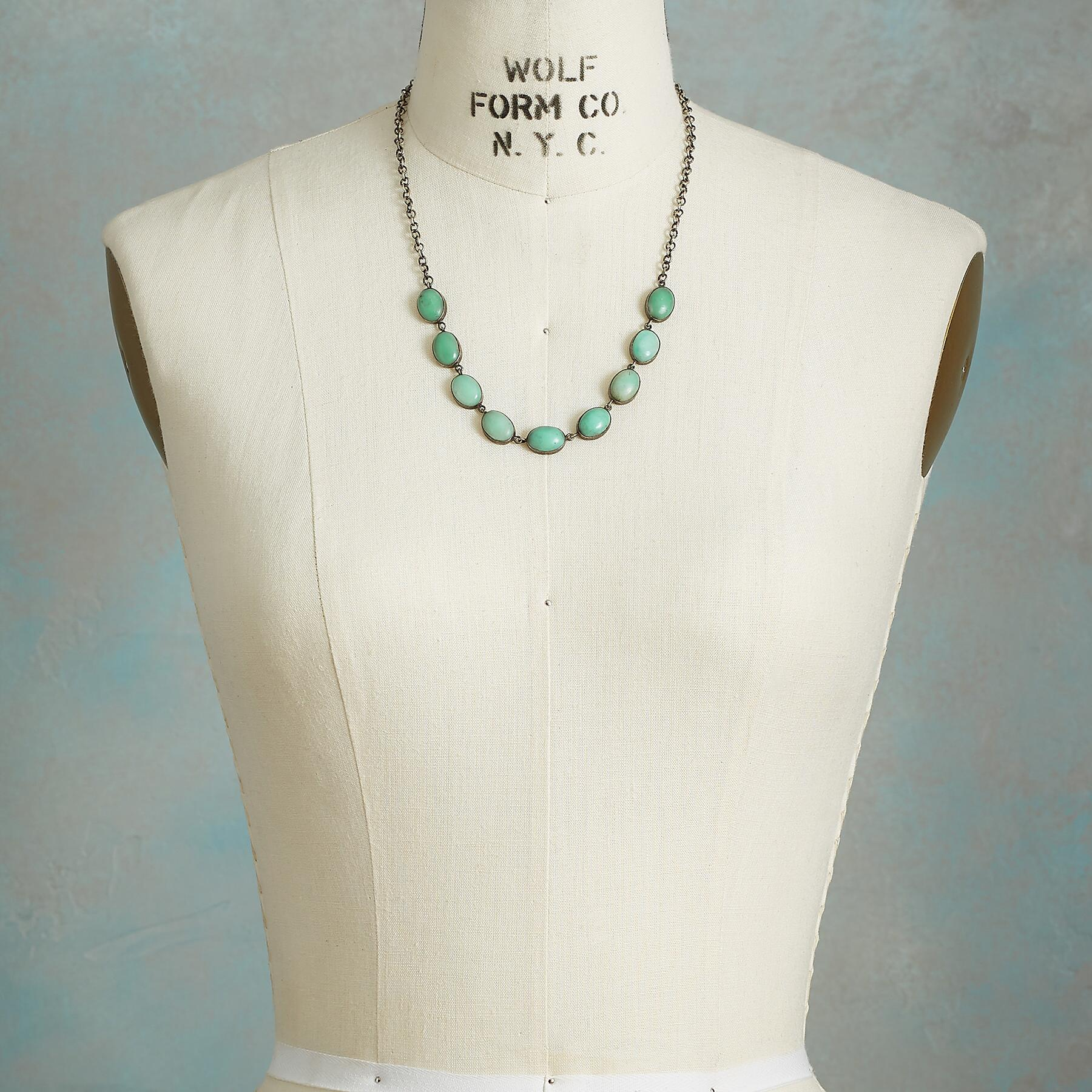 CHRYSOPRASE CABOCHON NECKLACE: View 4