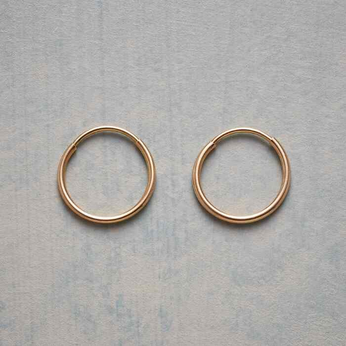 UNCOMPLICATED HOOP EARRINGS
