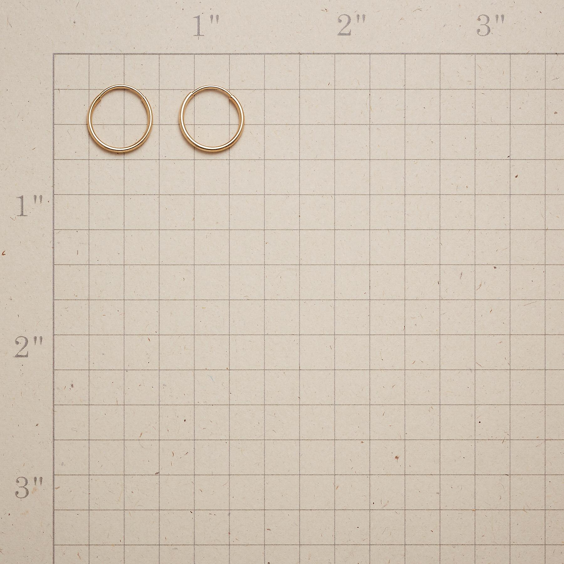 UNCOMPLICATED HOOP EARRINGS: View 2