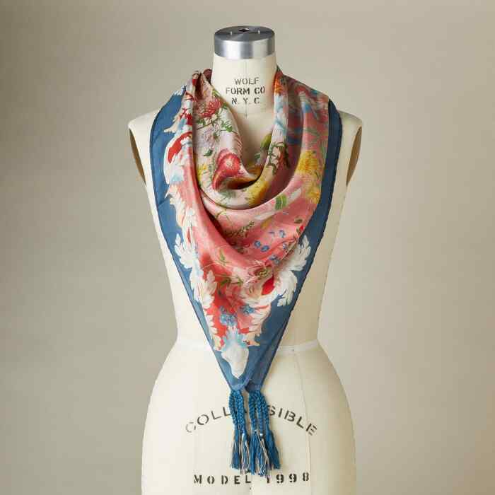 WHISTLE SCARF