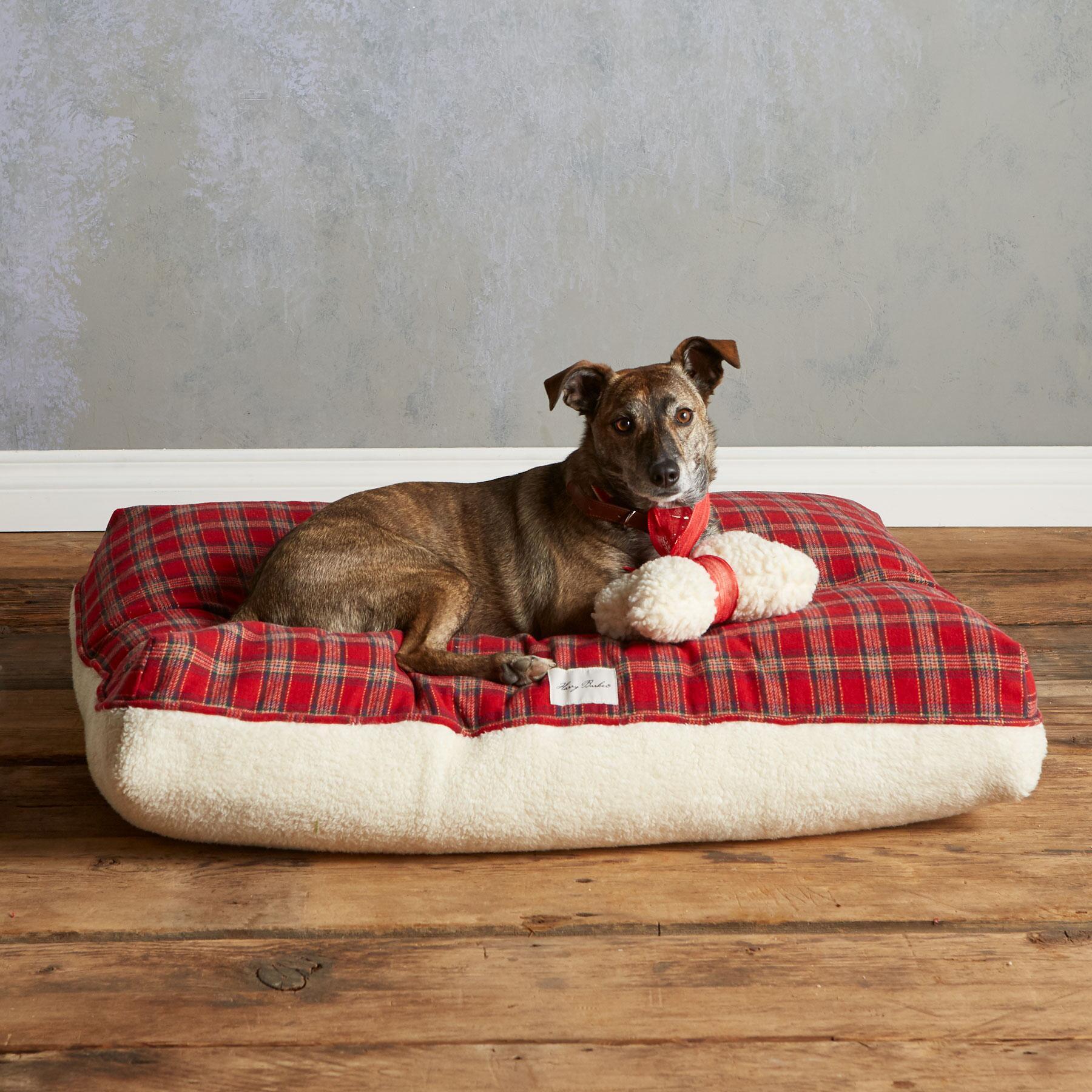 TARTAN DOG BED: View 1