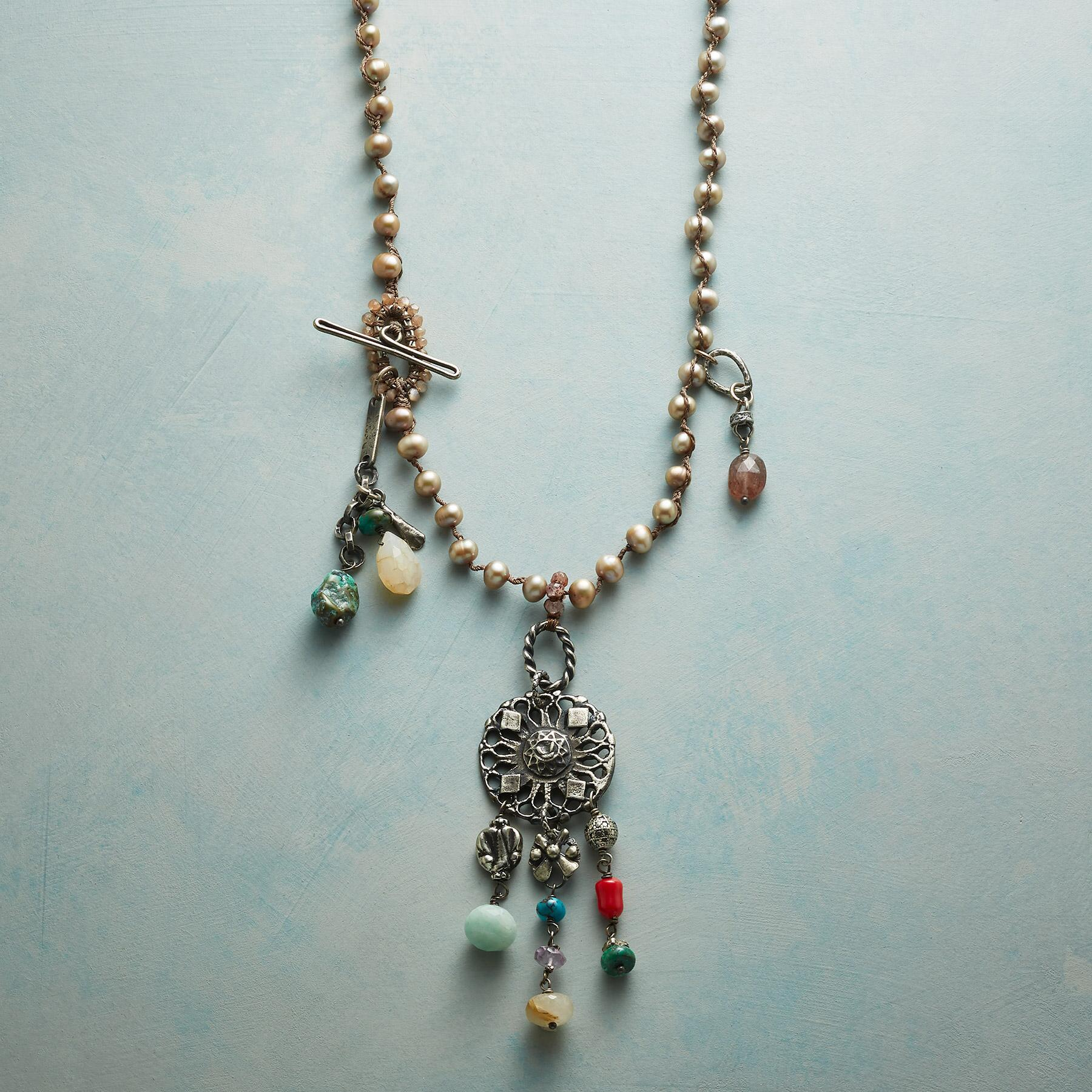 CHAMPAGNE PEARLE NECKLACE: View 1