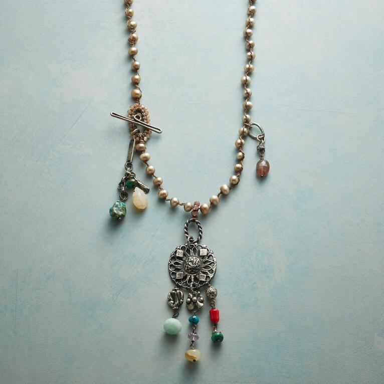 CHAMPAGNE PEARLE NECKLACE