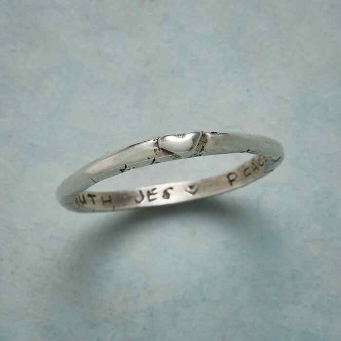 STERLING SILVER SWEET KISS RING