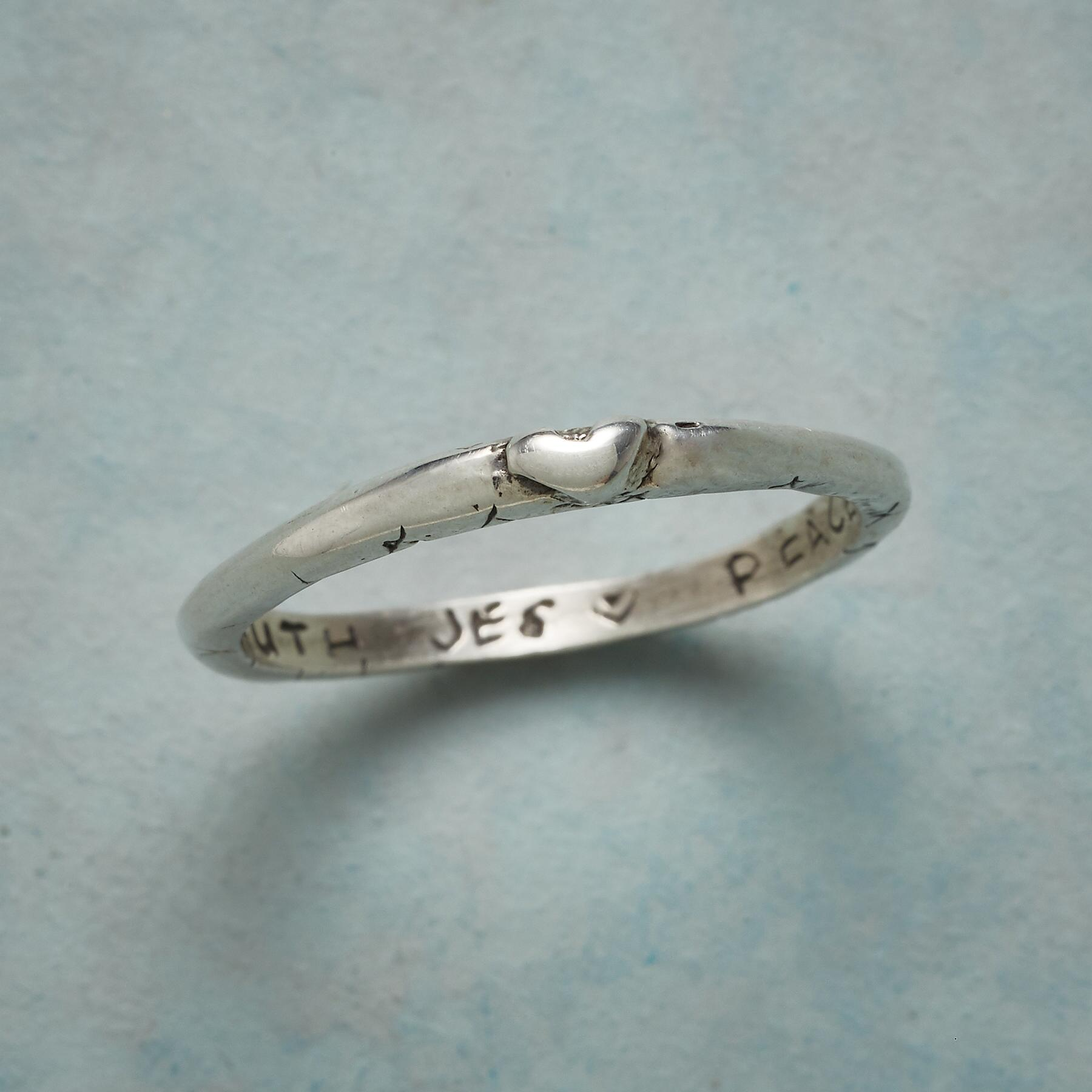 STERLING SILVER SWEET KISS RING: View 1