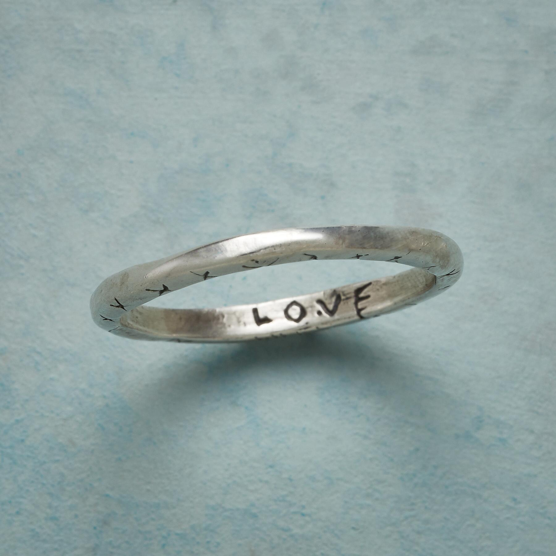 STERLING SILVER SWEET KISS RING: View 3