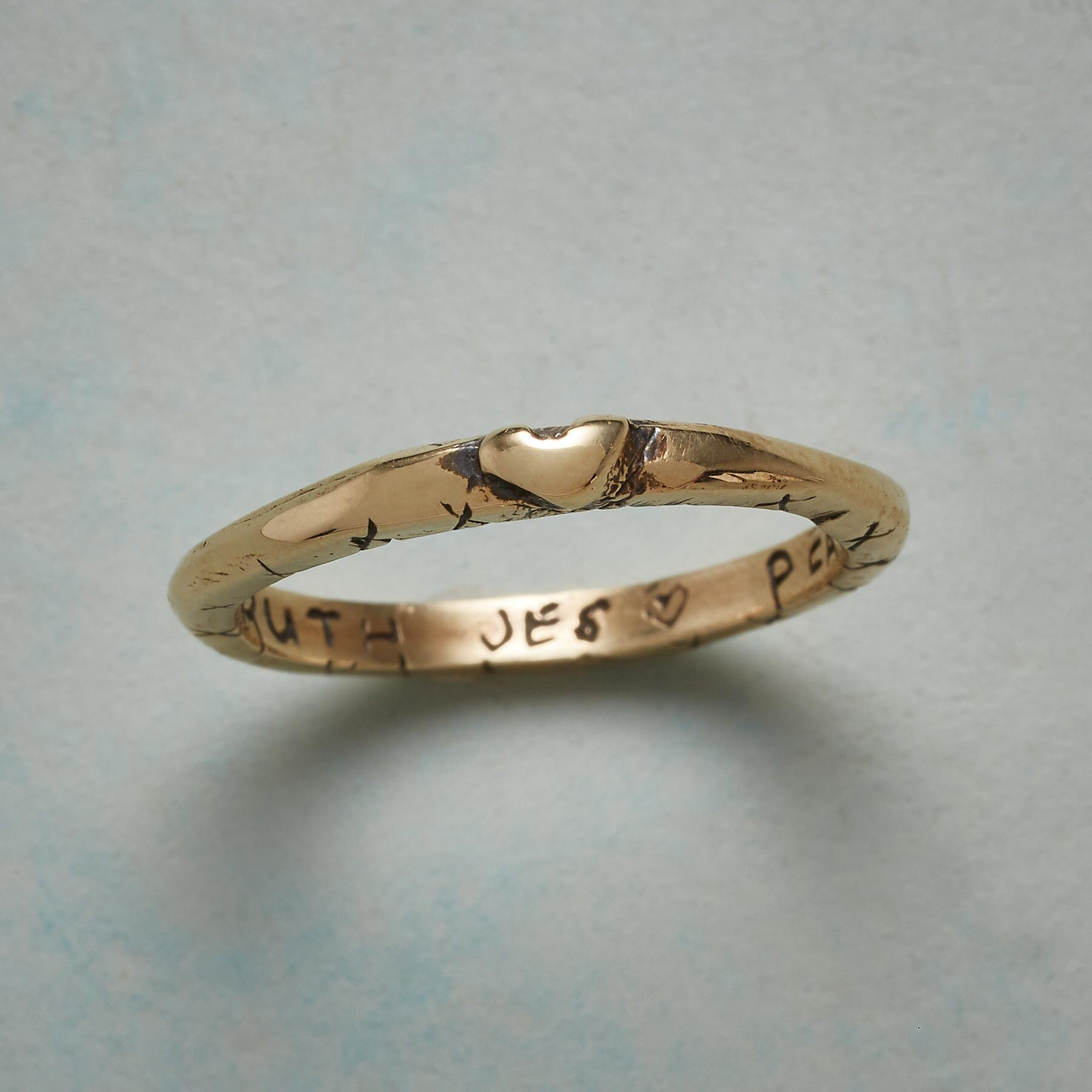 14KT YELLOW GOLD SWEET KISS RING: View 1