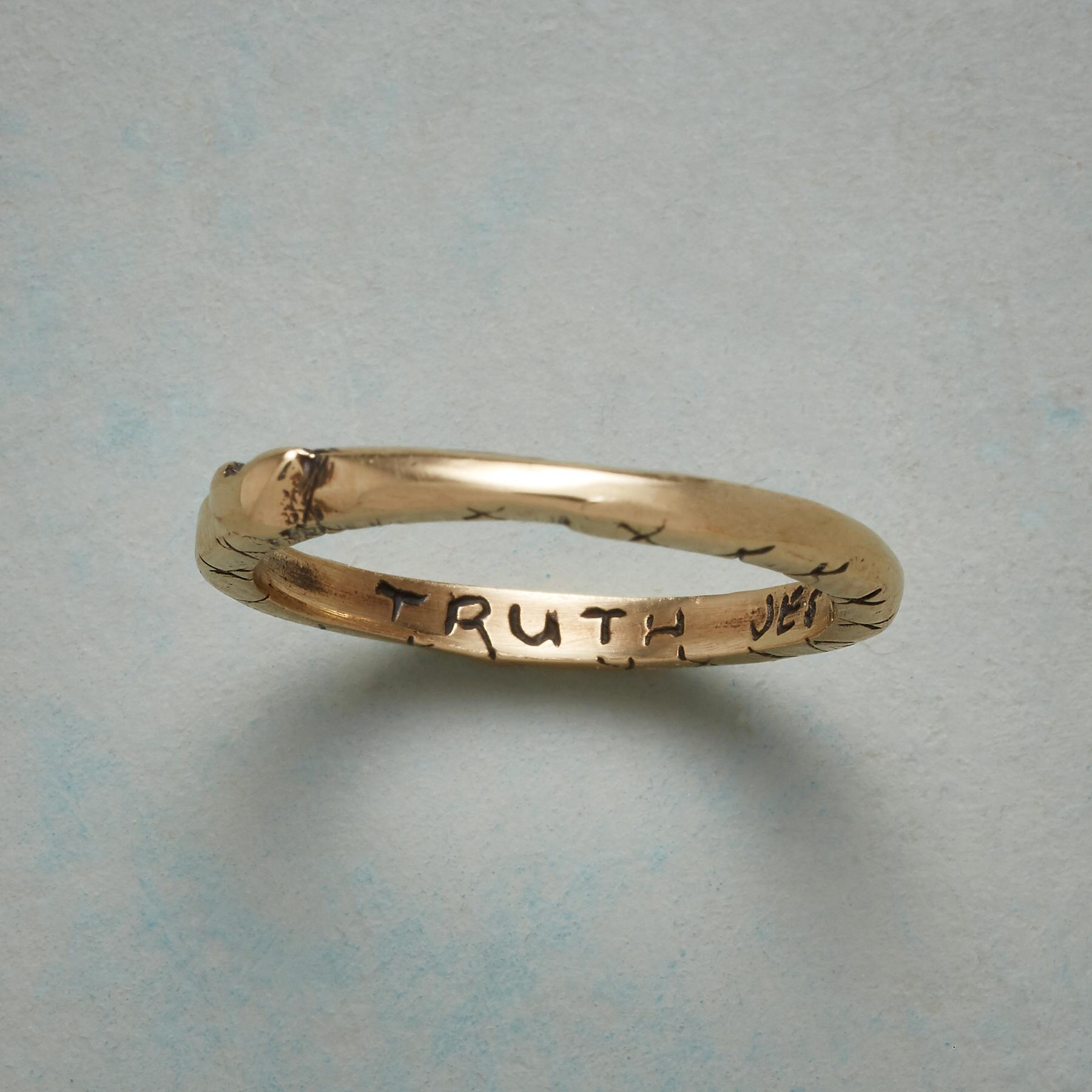 14KT YELLOW GOLD SWEET KISS RING: View 2