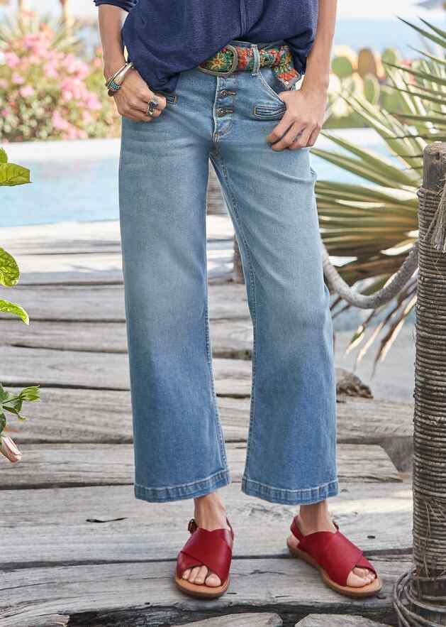 CHARLEE CROPPED FLARE JEAN