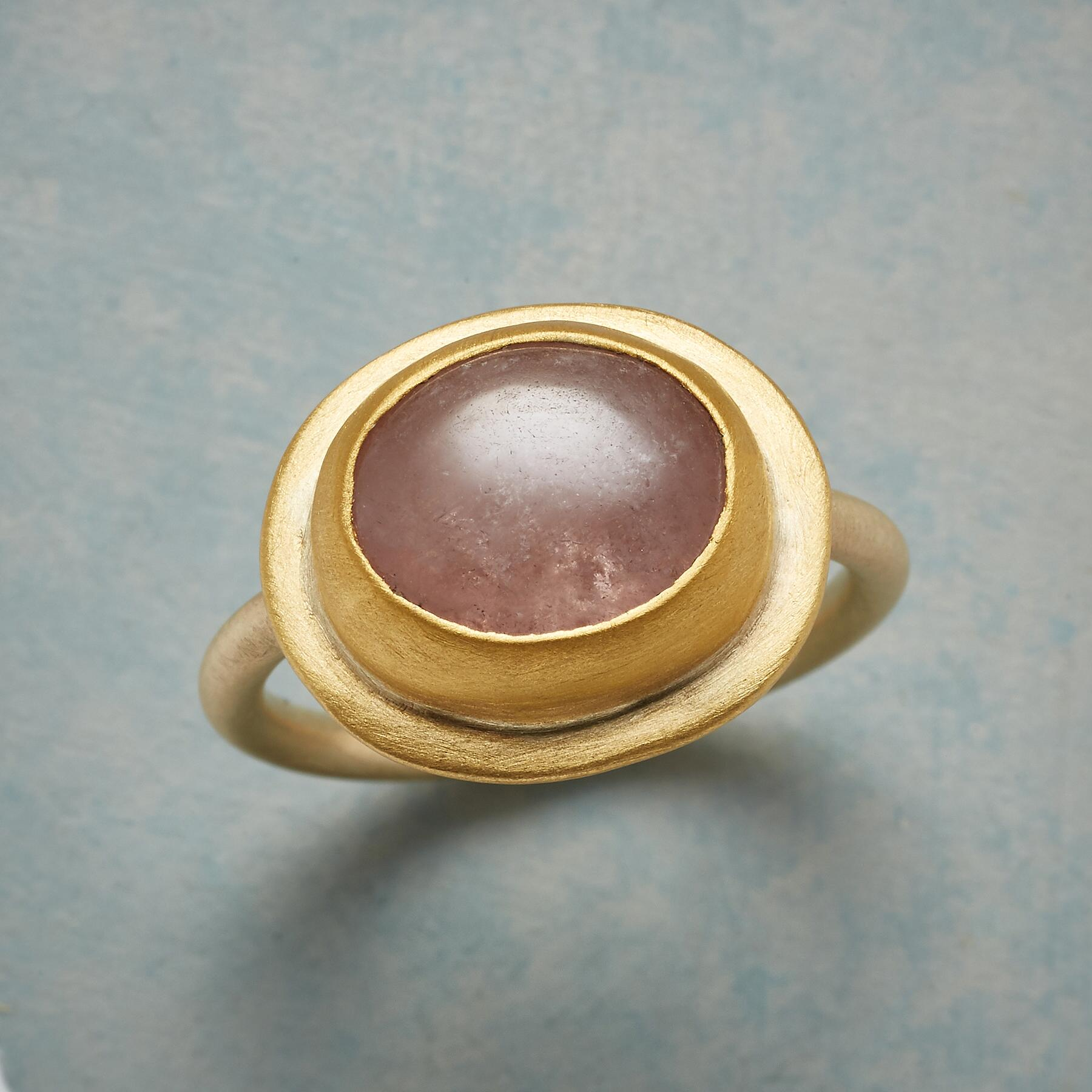 SAPPHIRE CABOCHON RING: View 1