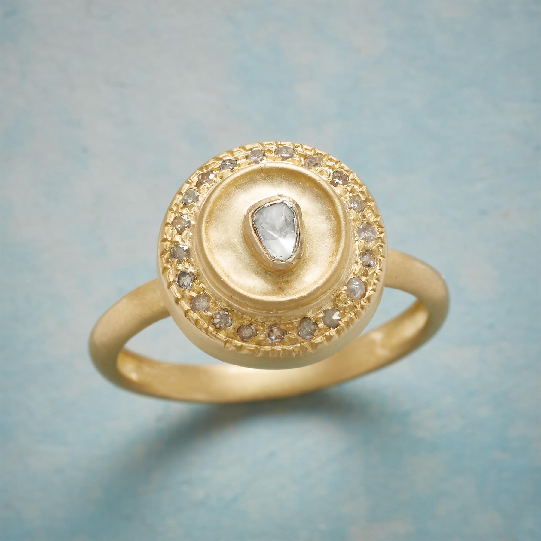 ISLAND PARADISE DIAMOND RING: View 1