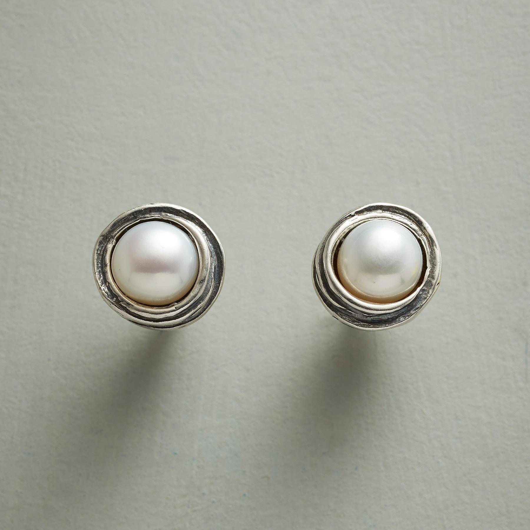 PEARL NEST EARRINGS: View 1