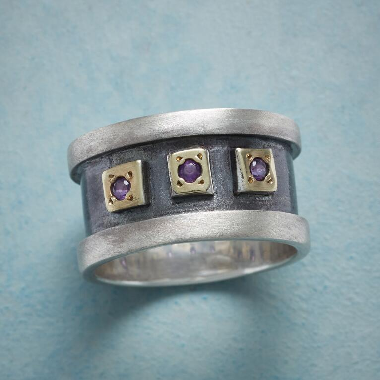REGAL WINDOWS BAND RING