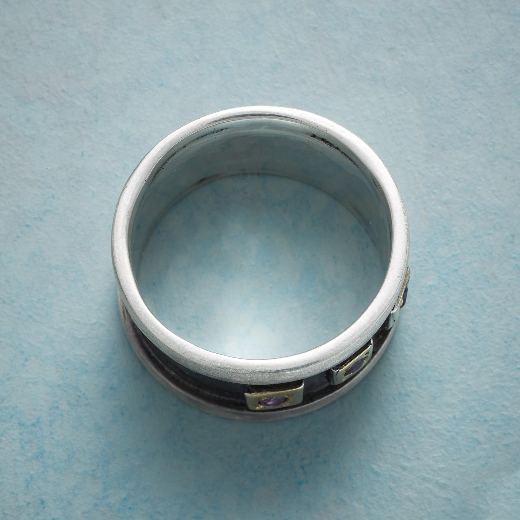 REGAL WINDOWS BAND RING: View 2