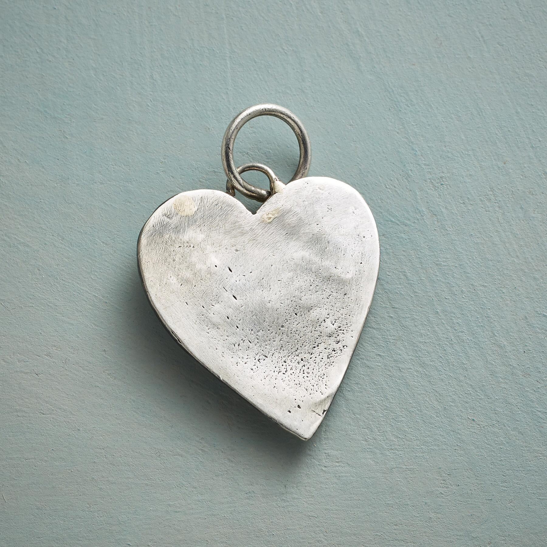 UNCONDITIONAL LOVE CHARM: View 2