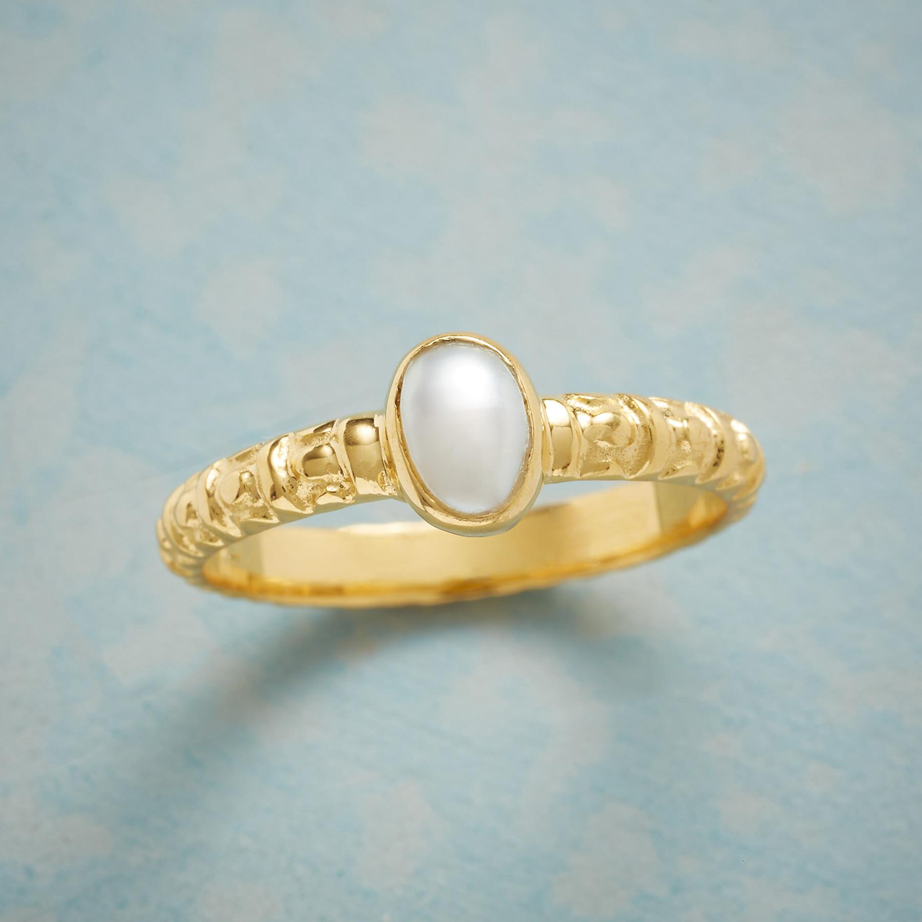GOLDEN PEARL RING: View 1
