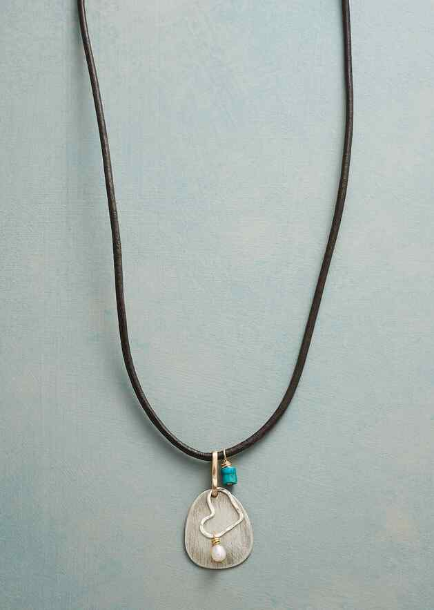 HEART ON THE LINE NECKLACE
