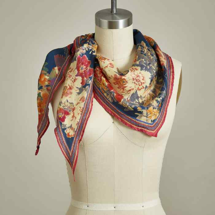 BLOOMING WILD SCARF