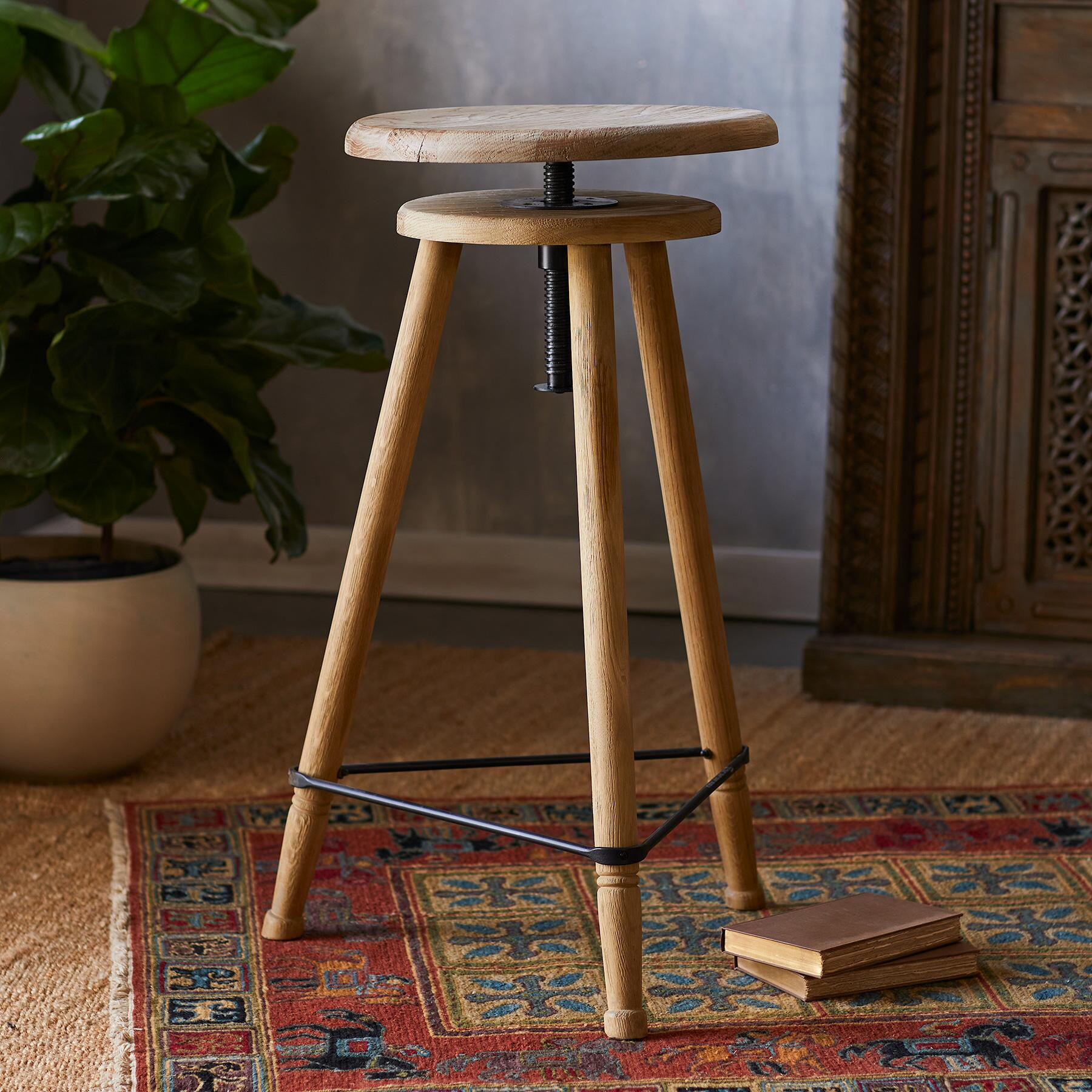 TRIPOD STOOL: View 2