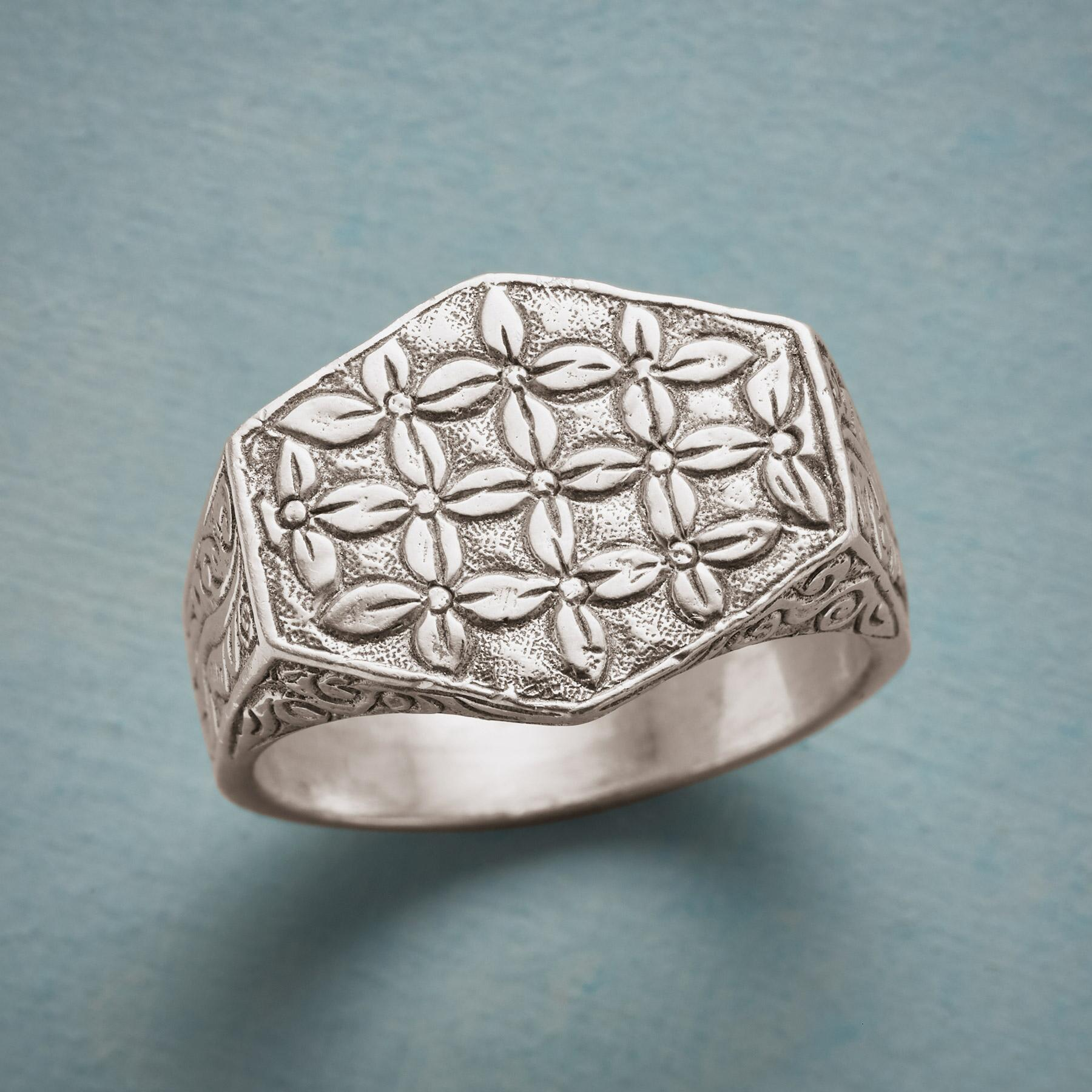 TAPESTRY SIGNET RING: View 1