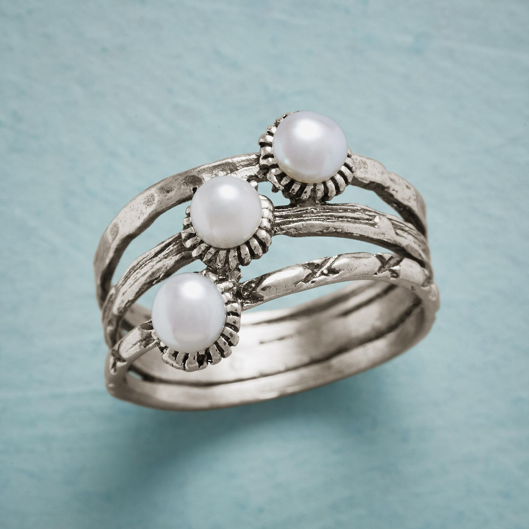 THREE GRACES RING: View 1