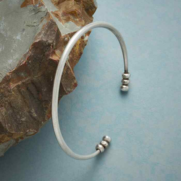 SIMPLE BEAUTY CUFF BRACELET
