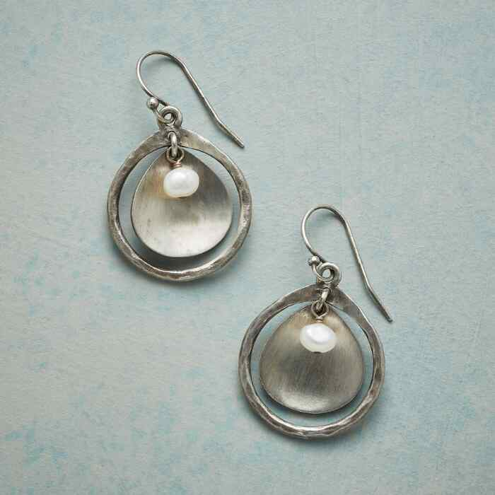 PEARL FOCUS EARRINGS
